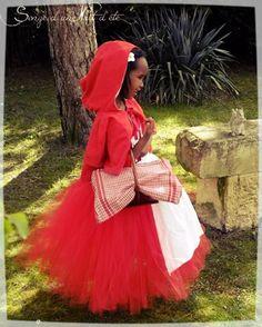 Robe tutu inspirée du petit chaperon rouge accompagnée de son tablier amovible en coton en petite cape. Création Songe d'une Nuit d'été #chaperonrouge #petitchaperonrouge #onceuponatime #onceuponatimerp #dresstutu #dressgirl #handmade #dressprincesscut #disneycharacters #disneyprincesses #disney #princessesdisney #disneyprincess #princessdisney #robetutu #robetulle #déguisements #deguisement #dressprincess #littleredhood #songenuit