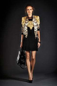 Floral and baroque prints with the iconic leopard pattern are the protagonists of the Roberto Cavalli SS 2012 collection.