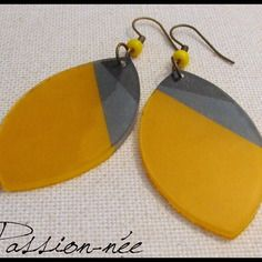 Yellow and grey earrings Shrink Paper, Shrink Plastic, Polymer Clay Projects, Polymer Clay Beads, Hand Jewelry, Jewelry Crafts, Diy Plastique Fou, Crea Fimo, Plastic Bottle Art