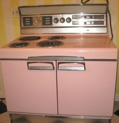 Wow, I bet this went with my old pink fridge that I used to have. Same style! Vintage Pink Frigidaire Stove