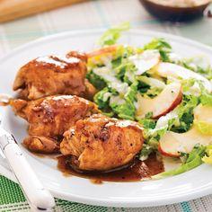 La saveur sucrée-salée de ces hauts de cuisses caramélisés érable et ail va vous faire craquer. En plus, cette recette facile se congèle: vous pouvez donc en faire des réserves en mode «meal prep»! Chicken Sandwich Recipes, Oven Chicken Recipes, Grilling Recipes, Diet Recipes, Cooking Recipes, Healthy Recipes, Food Trucks, Easy Sesame Chicken, Salat Wraps