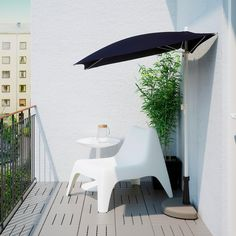 BRAMSÖN / FLISÖ black, Parasol with base. The space on balconies are often very limited, so we created a half parasol and base. Place them flat against the wall or balcony rail and relax in the comfort of the shade. Parasol Covers, Umbrella Cover, Black Umbrella, Small Backyard Landscaping, Small Patio, Backyard Patio, Parasols, Small Spaces