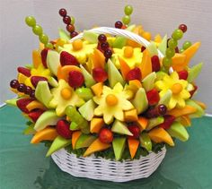 Fruit tray is an essential platter for any wedding reception. Fruits are readily available in the markets and are mostly affordable. Edible Fruit Arrangements, Fruit Centerpieces, Edible Fruit Baskets, Deco Fruit, Fruits Decoration, Fruit Creations, Food Carving, Food Garnishes, Garnishing
