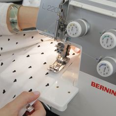 First-Rate Sewing Machine From Fabric To Clothing In Seconds Ideas. Top-notch Sewing Machine From Fabric To Clothing In Seconds Ideas. T Shirt Custom, Custom T, Sewing Tools, Sewing Hacks, Sewing Ideas, Love Sewing, Hand Sewing, Learn Sewing, Sewing Diy