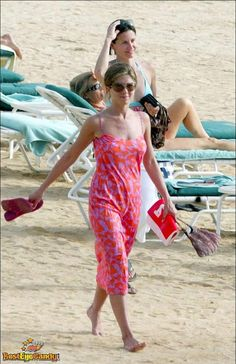 Share, rate and discuss pictures of Jennifer Aniston's feet on wikiFeet - the most comprehensive celebrity feet database to ever have existed. Jennifer Aniston Feet, Jennifer Aniston Pictures, Jenifer Aniston, Friends Season 3, Friends Tv Show, My Girl, Cool Girl, Marley And Me, Celebrity Feet