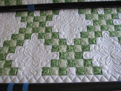 Good quilting idea for Irish Chain Quilts (I keep making Irish Chain Quilts… Patchwork Quilting, Quilt Stitching, Longarm Quilting, Free Motion Quilting, Quilting Projects, Quilting Ideas, Stem Projects, Celtic Quilt, Machine Quilting Patterns