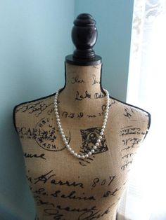 Hey, I found this really awesome Etsy listing at https://www.etsy.com/listing/516972575/vintage-fake-pearl-necklace-fake-pearls