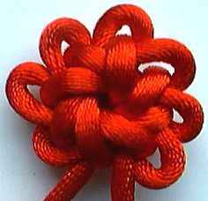 "Tying the ""knot"" Feng Shui, Couture Cuir, Chinese Flowers, Paracord Projects, Paracord Ideas, Micro Macramé, Passementerie, Macrame Knots, Lace Making"
