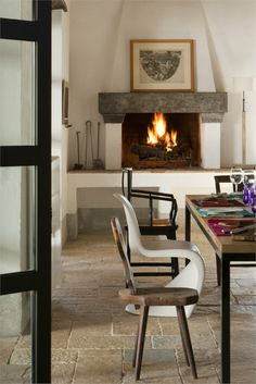 Fireplace in dining room of a Tuscany's Casale - Claudia Pelizzari Interior Design