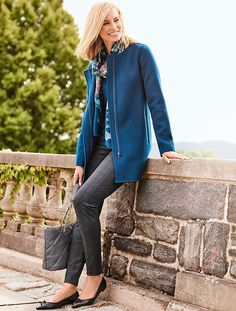 A subtle plaid legging with a chic and slimming fit.