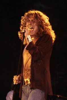 LED ZEPPELIN IS ONE OF MY FAVORITE BANDS.....THE PIC IS OF ROBERT PLANT....ONE OF IT'S MEMBERS OF THE BAND.