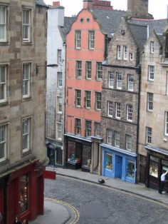 Old Edinburgh's narrow streets showing the tenement buildings from which chamber pots were emptied out of the windows.