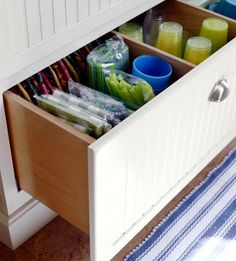 Kitchen drawer dividers - organize your kitchen equipment!