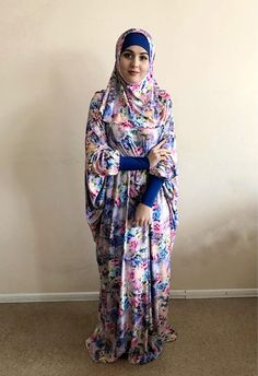 Elegant colorful long dress free size. Jersey dress with feminine floral print. Ideal for hot summer walks and prayer. Dress with long sleeves, will fit any size! You can complete with dress, buy hijab to complete the look. This outfit is sure to appeal to moms because it helps to