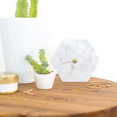 A simple DIY marble hexagon wall clock you can make for $10!