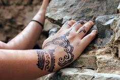 Mehndi Designs will blow up your mind. We show you the latest Bridal, Arabic, Indian Mehandi designs and Henna designs. Indian Mehndi Designs, Modern Mehndi Designs, Mehndi Designs For Hands, Mehandi Designs, Henna Paint, Special Tattoos, Kids Events, Beautiful Moments, Tattoo