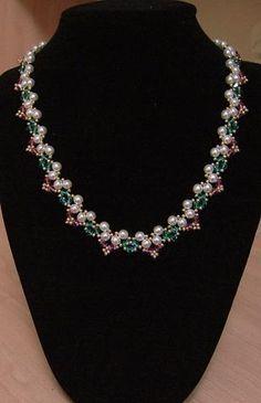 Pearl & Crystsl necklace,  esquema de B & B    cuentas # 11    ok. 80 perlas o cuentas redondas de 4mm  ok. 63 cristales verdes de 4 mm  ok. 40 cristales de color rosa de 4 mm    cierre