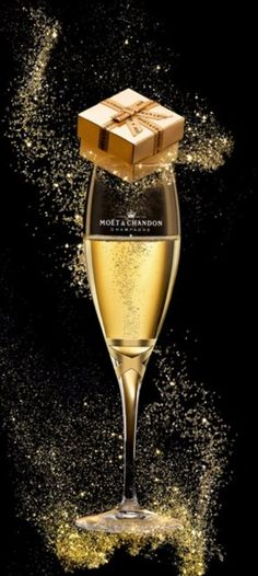 New Year's Eve~Party Time / Champagne Moët Moet Chandon, Champagne Moet, Birthday Wishes, Happy Birthday, In Vino Veritas, New Year Celebration, Foto Art, Nouvel An, Sparkling Wine