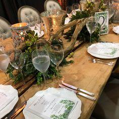 Amo la naturaleza y diseñar con lo que tenemos gracia a ella #diseñooriginal @andrescortesoficial #weddingday #weddingdecor #weddingdesign #weddingflowers #tablewedding #weddingstyle #johannayjuanboda #graciasequipo