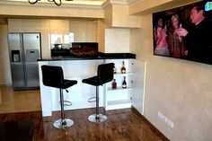 Mobila de Bucatarie din MDF Vopsit Ral 9003 Alb Lucios cu interior MDF Interior, Table, Furniture, Home Decor, Indoor, Homemade Home Decor, Design Interiors, Tables, Home Furnishings