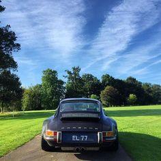 "• Car&Vintage Sunday. Porsche 911 ""Singer design"" •  By @edwardlovett #sunday #england #singer #911 #love #ferrari #mercedesbenz #lamborghini #bugatti #porsche #carporn #vintage #firstpost #first #elegance #lux #luxury #luxurycar #luxurylife #f4f #fashion #cars #londoncars #blacklist #newyork #autoporn #automotive #instacar #follow #carvintage"