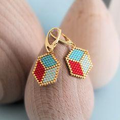 Le produit Boucles d'oreille ★ Cubes 3D ★tissées en perles japonaises Miyuki est vendu par My-French-Touch dans notre boutique Tictail.  Tictail vous permet de créer gratuitement en ligne une boutique de toute beauté sur tictail.com