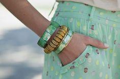 moda en la calle verano en madrid: pulseras de Mango