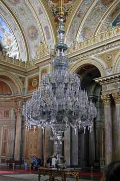 Chandelier in Dolmabahçe Palace - Istanbul Large Chandeliers, Antique Chandelier, Chandelier Lighting, Crystal Chandeliers, Bubble Chandelier, Antique Lamps, Islamic Architecture, Beautiful Architecture, Beautiful World