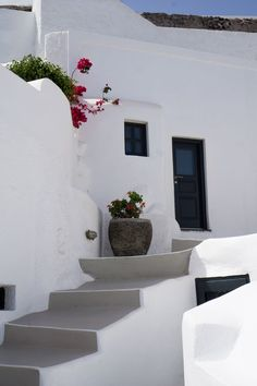 Santorini photo series - you will want to escape there right now! Great Pictures, Taking Pictures, Top 10 Tourist Destinations, Aperture And Shutter Speed, Santorini Sunset, Old Windmills, Rule Of Thirds, Belle Villa, Photo Series