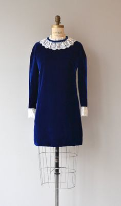 Vintage 1960s dark sapphire velvet mini dress with white lace collar, long sleeves, white lace cuffs and metal back zipper. --- M E A S U R E M E N T