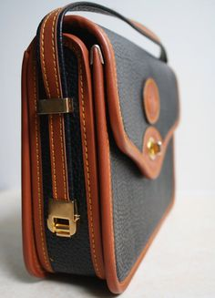 dooney and bourke vintage purse My Bags, Purses And Bags, Leather Handbags, Leather Bag, Vintage Handbags, Dooney Bourke, Fashion Bags, Bag Accessories, Clutches