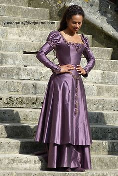 This is it, Hannah. THIS is the dress for Guinevere in King Arthur--just in a different color. Like a dark, garnet red... Or a dark, forest green. Well. A girl can dream, right? :P