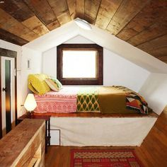 Inspiration And Ideas For Decorating An Attic Bedroom 27
