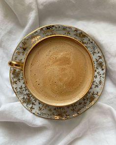 Coffee Cafe, Iced Coffee, Coffee Drinks, Aesthetic Coffee, Aesthetic Food, Think Food, But First Coffee, Coffee Recipes, Coffee Break