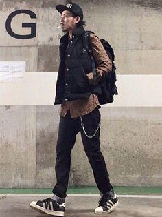 ダウンベストを使ったオシャレなメンズ着こなしコーデ特集 Korean Street Fashion, Korea Fashion, Japan Fashion, India Fashion, Mens Outdoor Fashion, Mens Fashion, Dark Fashion, Winter Fashion, Urban Chic