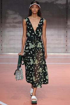 Marni Spring 2014 RTW - Runway Photos - Fashion Week - Runway, Fashion Shows and Collections - Vogue Runway Fashion, High Fashion, Fashion Show, Womens Fashion, Fashion Design, Milan Fashion, Winter Typ, Spring Summer Fashion, Spring 2014
