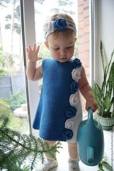 Best 12 The most beautiful baby weaves for boys and girls baby hats with captions baby booties Crochet Dress Girl, Knit Baby Dress, Knitted Baby Cardigan, Baby Girl Crochet, Crochet Baby Clothes, Knitting For Kids, Baby Knitting Patterns, Crochet For Kids, Baby Patterns