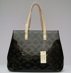 How to Spot a Counterfeit Louis Vuitton Bag Real Louis Vuitton, Louis Vuitton Handbags, Louis Vuitton Monogram, Authentic Louis Vuitton Bags, Best Purses, Luxury Bags, Michael Kors Jet Set, Purses And Bags, Stuff To Buy