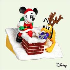 "Hallmark Keepsake Ornament Disney ""Santa's Helpers"" Mickey & Pluto (2005)"