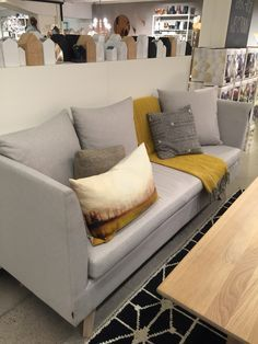 Bilderesultat for ygg og lyng spisesofa Couch, Throw Pillows, Kitchen, Furniture, Home Decor, Rome, Cushions, Cooking, Decoration Home
