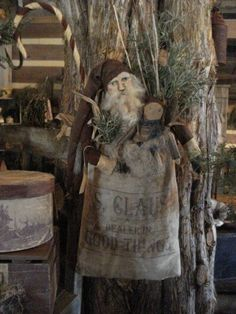 Christmas Past, Primitive Christmas, Father Christmas, Country Christmas, Simple Christmas, Vintage Christmas, Christmas Crafts, Christmas Ornaments, Primitive Santa