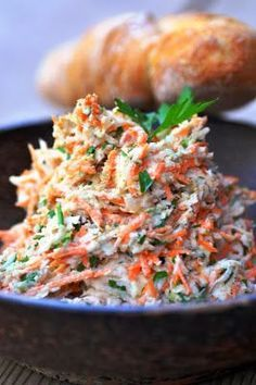 Vegan Coleslaw vegan recipes using coleslaw Coleslaw Sandwich, Coleslaw Salad, Creamy Coleslaw, Vegan Coleslaw, Feta, Jackfruit Burger, Coleslaw Recipe Easy, Coleslaw Recipes, Vegetarian Recipes