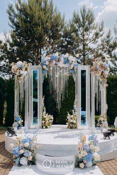 Wedding Backdrop Design, Wedding Stage Design, Rustic Wedding Backdrops, Wedding Ceremony Backdrop, Wedding Designs, Crystal Wedding Decor, Blue Wedding Decorations, Contemporary Wedding Flowers, September Wedding Colors