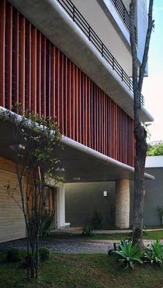 Edifício Residencial Trentino | Galeria da Arquitetura Architectural Features, Old Buildings, Garage Doors, 1, Architecture, Outdoor Decor, Design, Home Decor, Modern Architecture