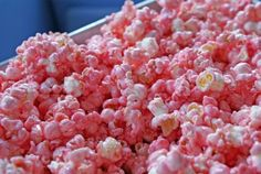 How to make Pink Candied popcorn - perfect for a Pinkie Pie themed element to a my little pony party Candy Popcorn, Jello Popcorn, Popcorn Balls, Popcorn Tin, Popcorn Snacks, Flavored Popcorn, Pink Popcorn Recipes, Strawberry Popcorn, Deserts