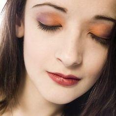 Smokey Eye Makeup for a beautiful bride to be.   (Image Source: xyfashion.com)