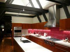 kitchen tiles Red Kitchen Island, Modern Kitchen Tiles, Glossy Kitchen, Kitchen Tiles Design, Condo Kitchen, Kitchen Colors, Kitchen Interior, Kitchen Remodel, Kitchen Backsplash