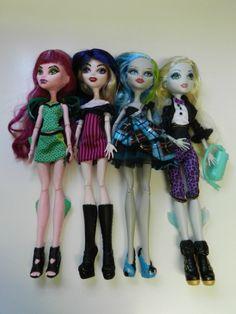 Monster High Dolls www.wonderfinds.com/item/3_190846981545/c335/Monster-High-lot