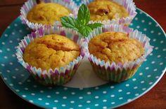 Dýňové muffiny s ořechy | recept. Podzim a s ním i dýňová sezóna je tady, dýně jsou k sehnání téměř všude a stejn Goodies, Food And Drink, Cupcakes, Baking, Breakfast, Hokkaido, Sweet Like Candy, Morning Coffee, Cupcake Cakes