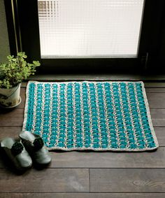 Wild Life Striped Mat, free pattern with charts by Pierrot. Click next to the box under the button sign for the pattern.